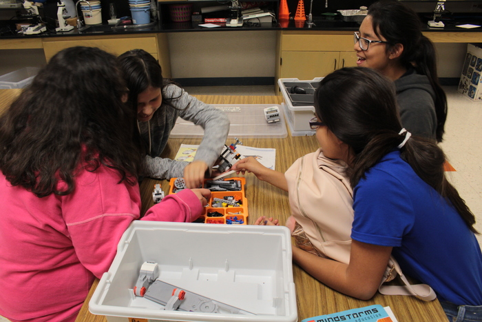 LRFMS Students working on their robots